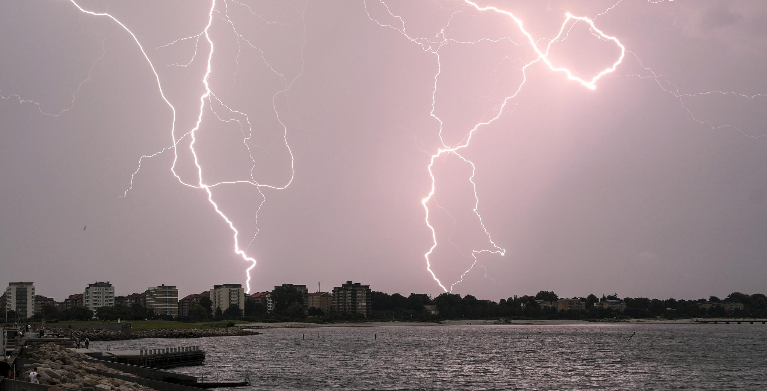 SMHI varnar för kraftig åska över Halland